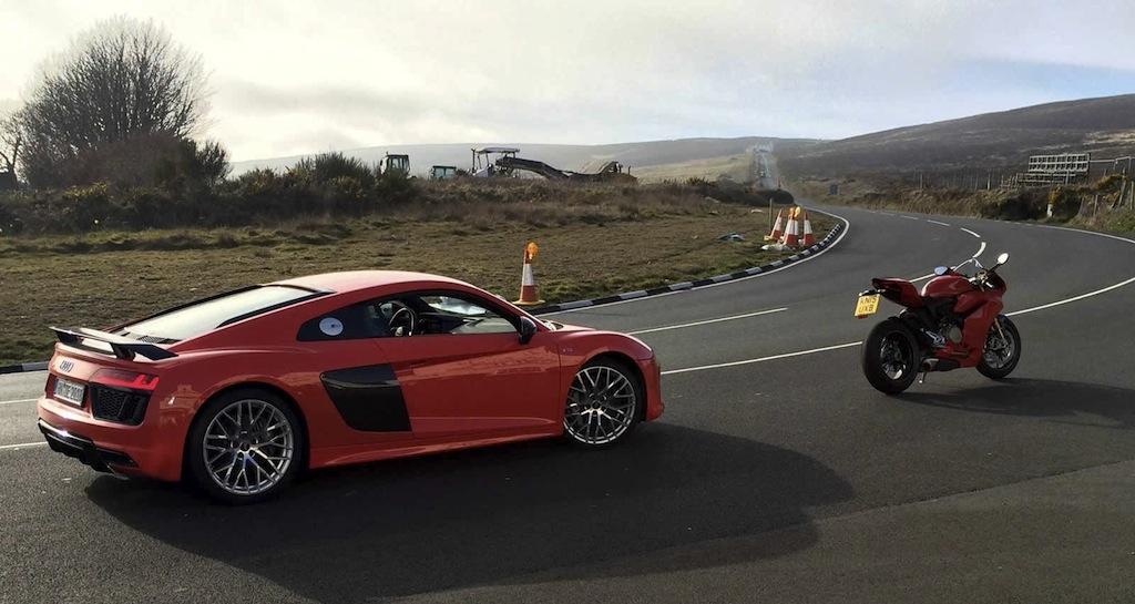 Duel de puissance : Audi R8 V10 Plus et Ducati 1299 Panigale S