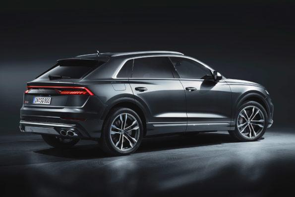3/4 arrière studio Audi SQ8