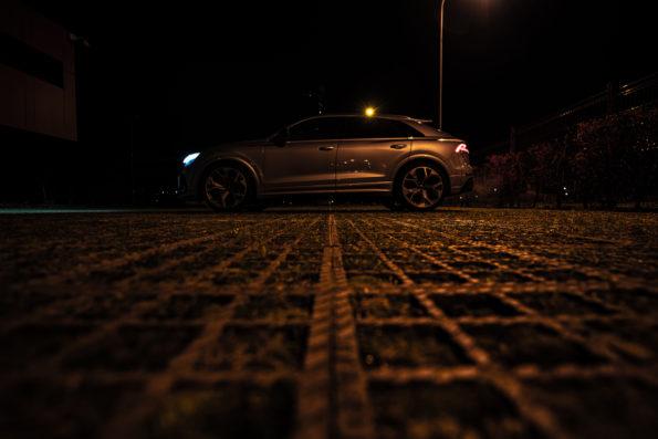 Latéral Audi RS Q8 nuit Pk