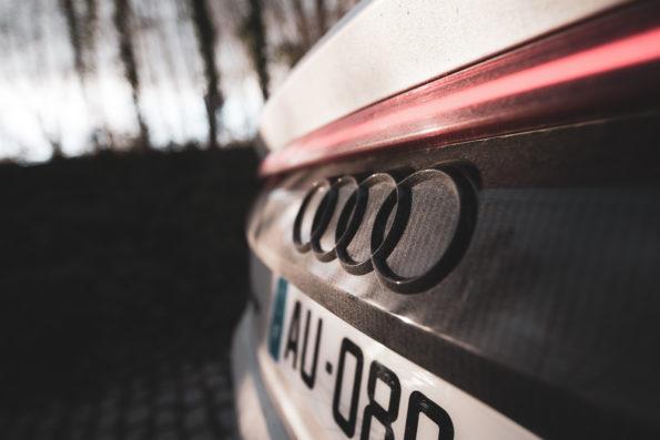 Logo Audi arrière carbone