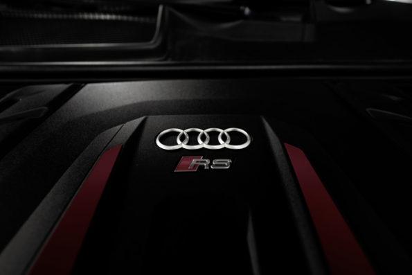 Cache moteur V8 Audi RS Q8 #1