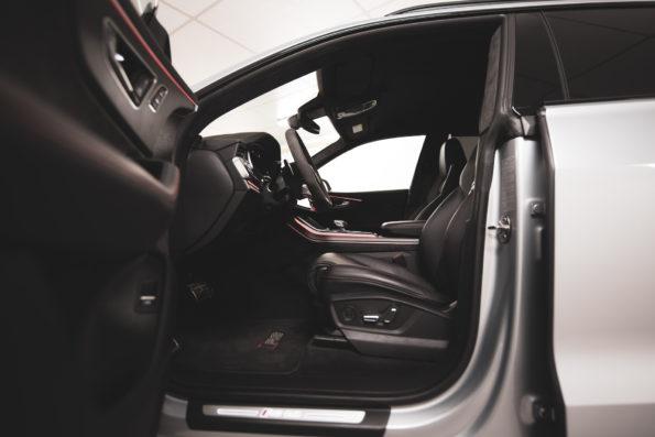 Latéral intérieur Audi RS Q8