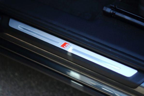 Audi Q3 45 TFSI e - Détail seuil de porte