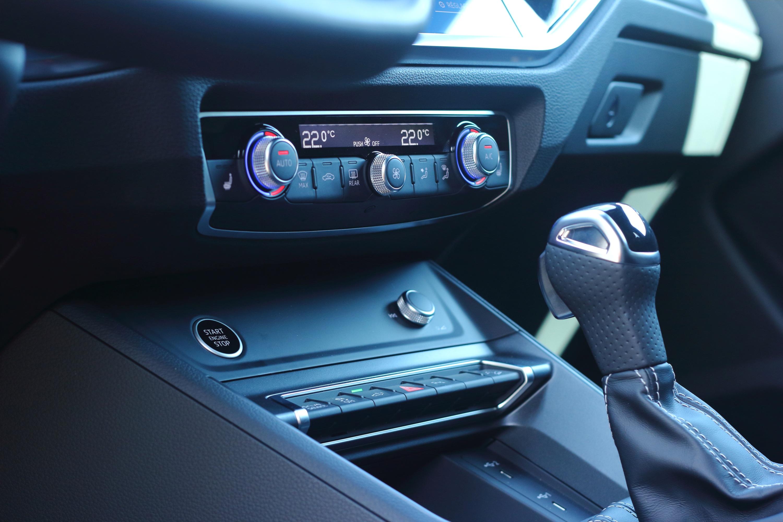 Audi Q3 45 TFSI e - Console centrale