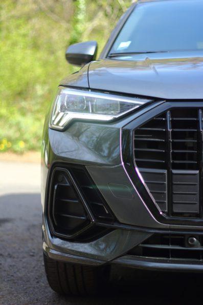 Audi Q3 45 TFSI e - Détail feu Avant