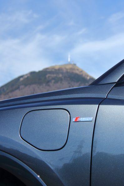 Audi Q3 45 TFSI e - Détail logo S line
